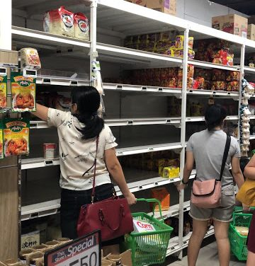 Amazing- Panicky Singaporeans Wiped Out Food, Sanitisers And Even Toilet Papers Off The Shelves of Supermarkets and Retail Shops