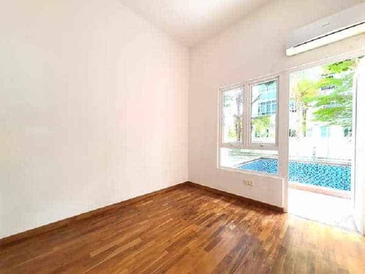 Cheap Freehold Condominium For Sale At $922PSF, What's The Catch